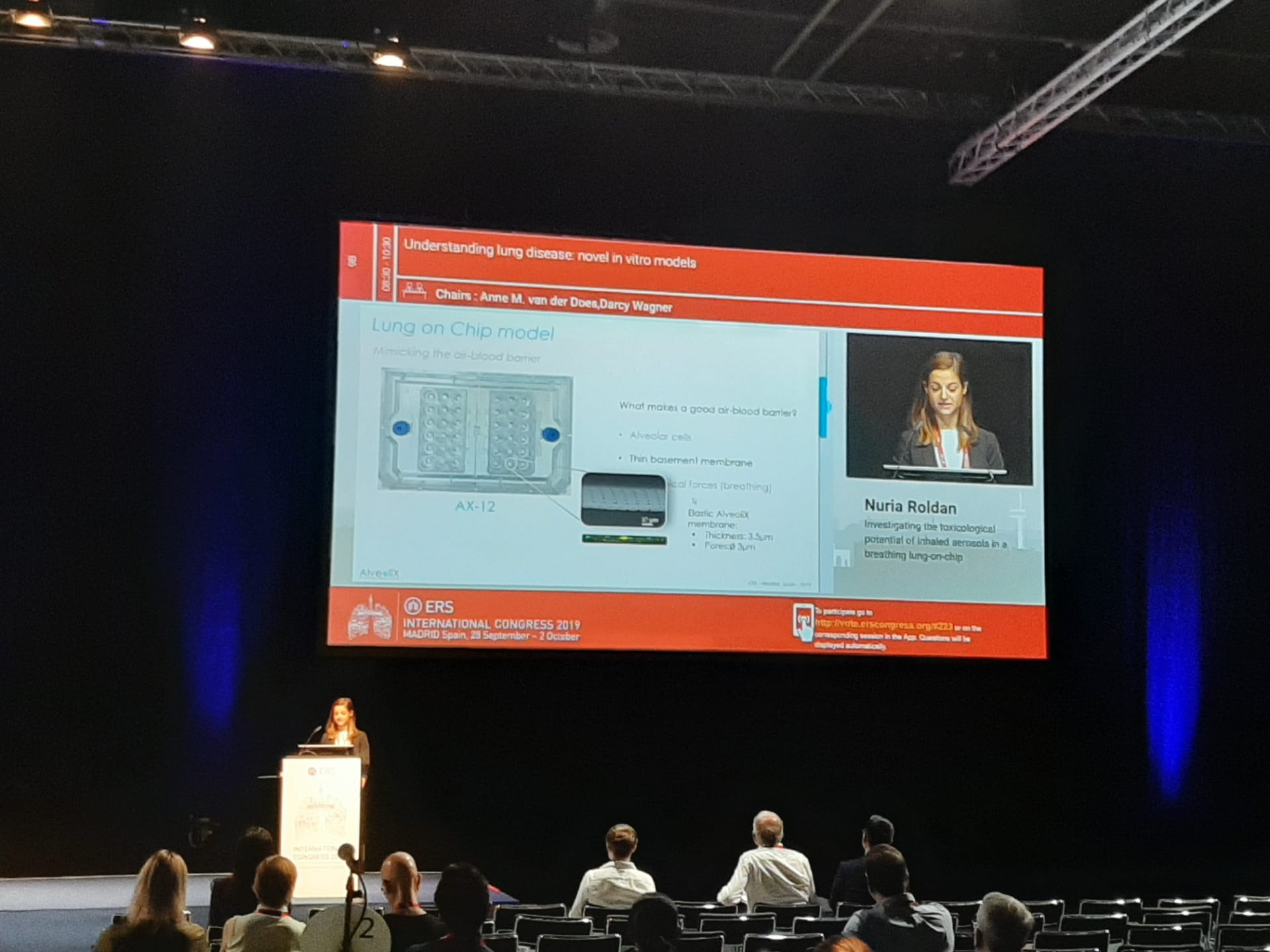 Nuria Roldan presents the AlveoliX lung-on-chip system